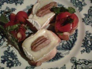 Bruschetta Damasco, Queijo Brie e Nozes
