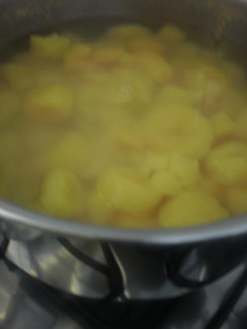 Mandioquinha cozinhando
